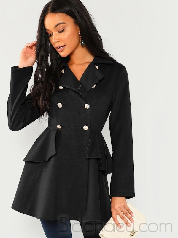 Coat elegant with double-row hinged buttons