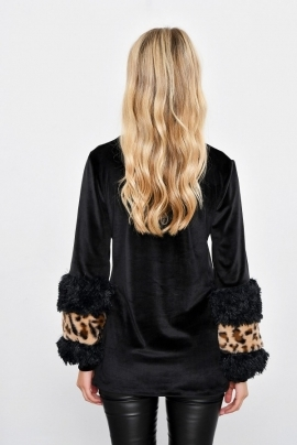 Modern velvet blouse with sleeves with plush application